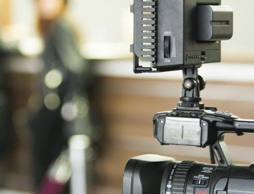 Wie Sie Ihre Stimme auf Live Video, Webinare und Online-Meetings vorbereiten